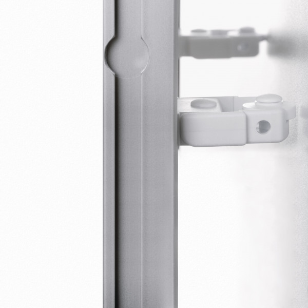 Distance holder for wallrail.