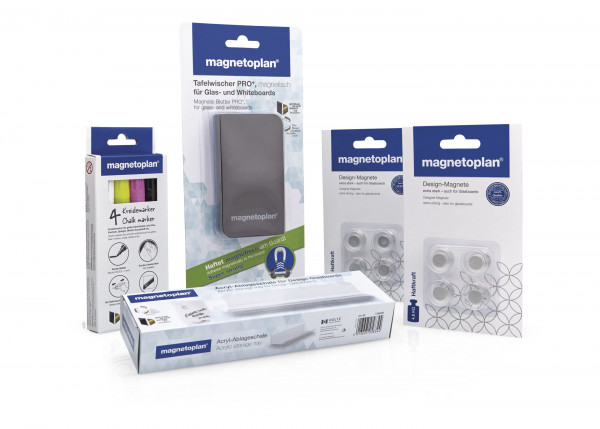 Accessory set for glass boards